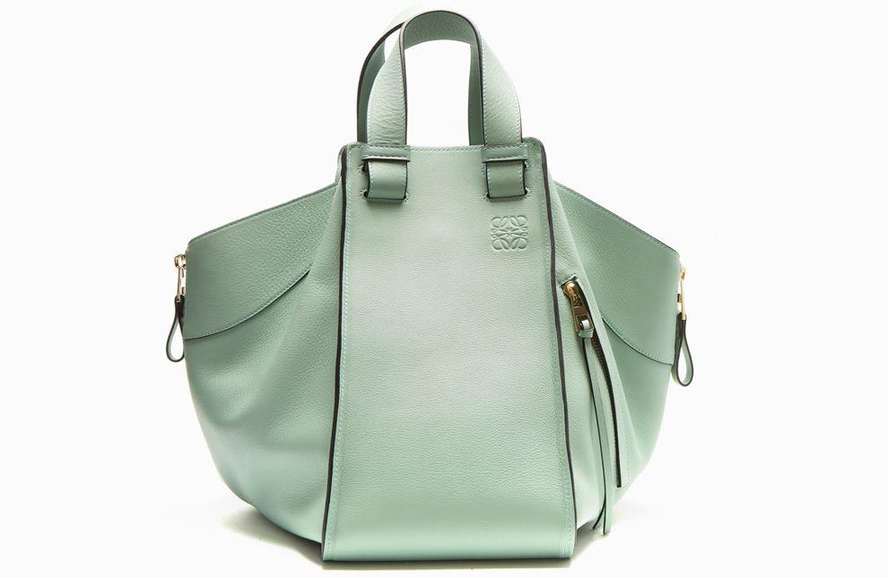 Вещь дня: мятная сумка-гамак Loewe