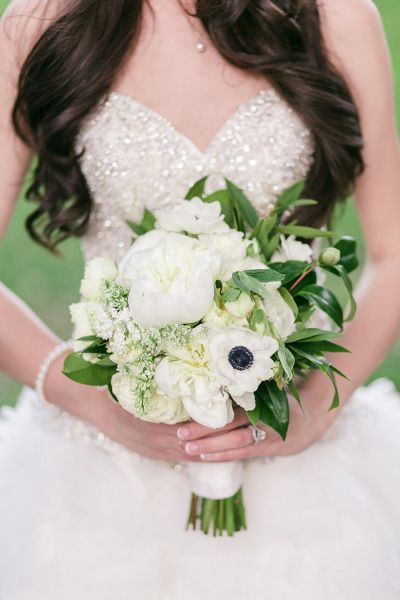 Love the little sparkly details on the bridal dress - so subtle yet so glam #wedding #glitter #bride #dress #glamwedding