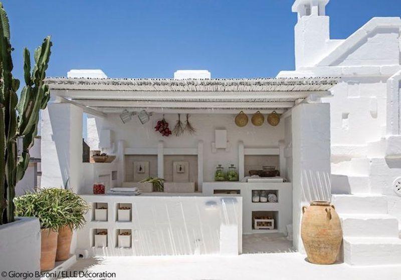 Una casa tutta bianca in puglia cucina esterna b b - La casa del barbecue brescia ...