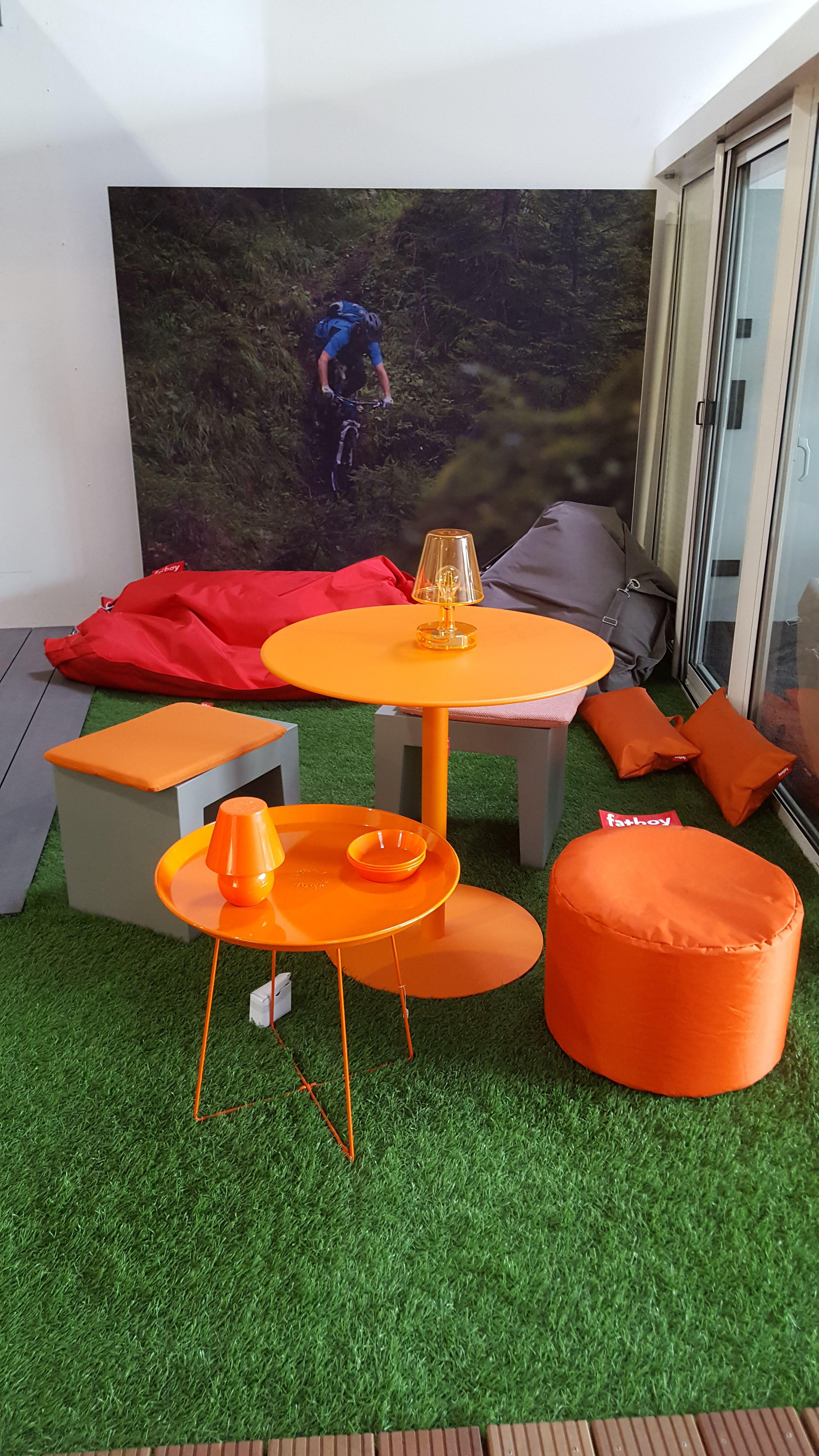 Fatboy; Tisch Formitable, Snackrack Und Point In Orange. Dazu Der  Hocker/Tisch