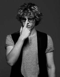 Hey, Evan Peters, how about you just marry me already? Because you are SO FREAKING ADORABLE!!!! Gracious.