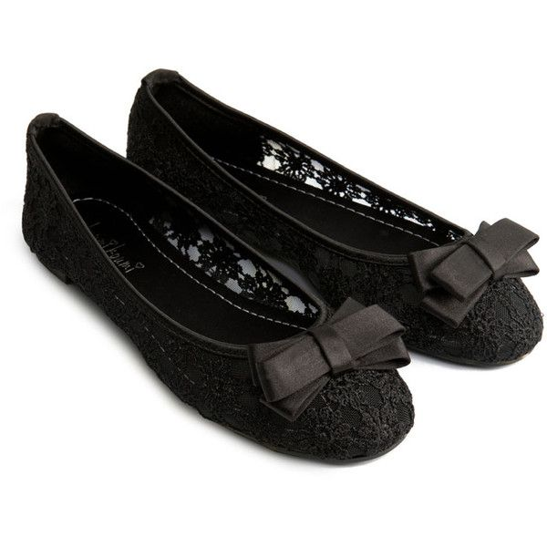 Daisy Lace Ballerina with Bow ($6.95) ❤ liked on Polyvore featuring shoes, flats, sapatilhas, sapatos, 22. flats & sandals., black flats, black lace shoes, black flat shoes, lace flats and black ballerina flats