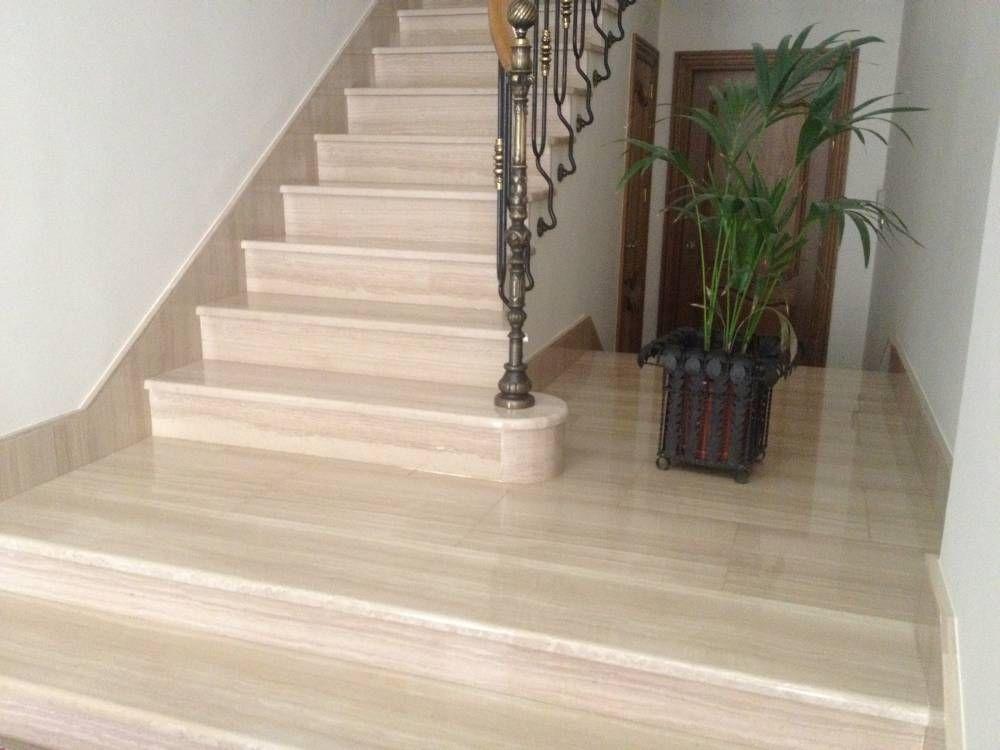 Escalera revestida huella y tabica con m rmol crema marfil for Escaleras de marmol y granito