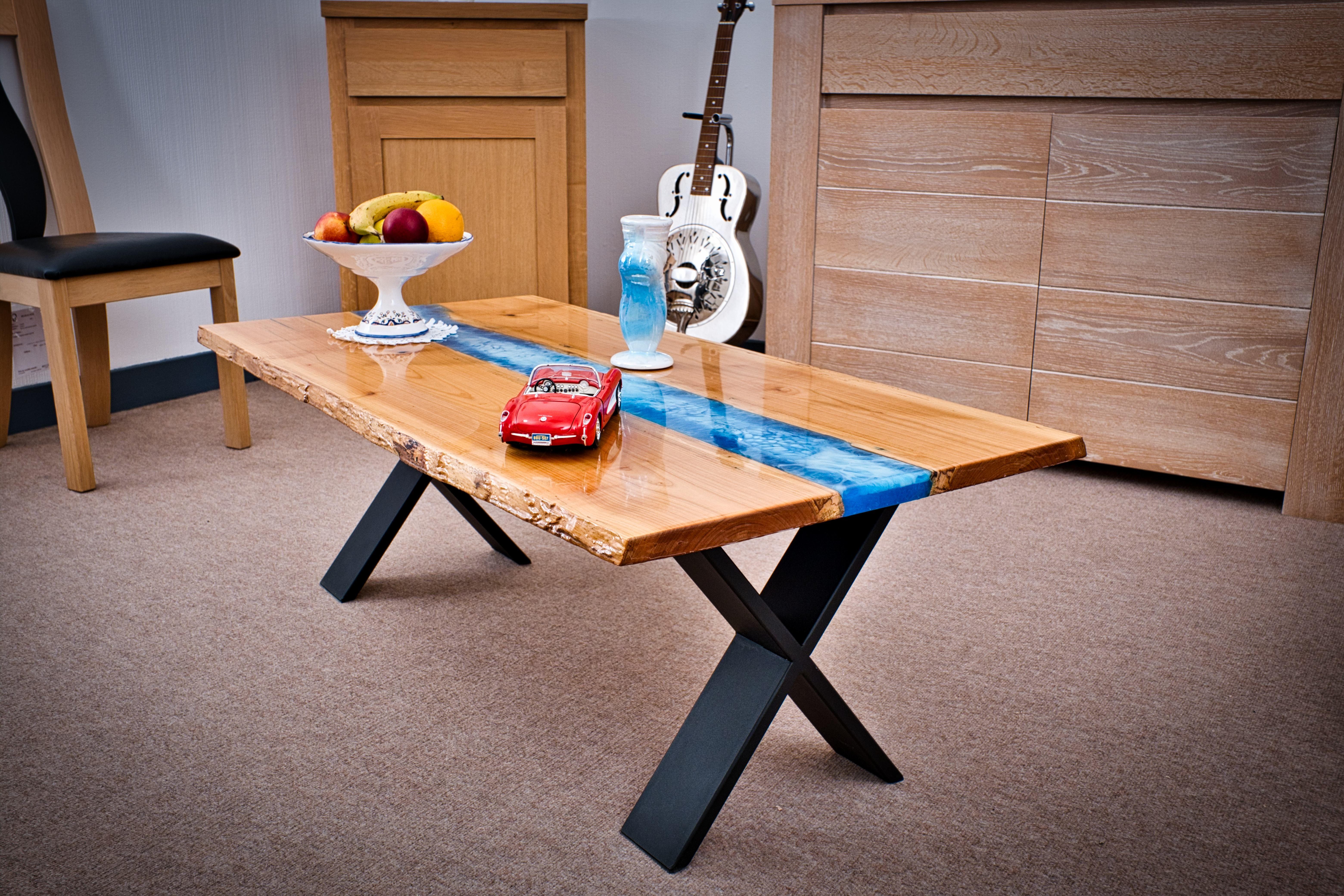 table basse en merisier et resine epoxy table basse en merisier table basse mobilier de salon