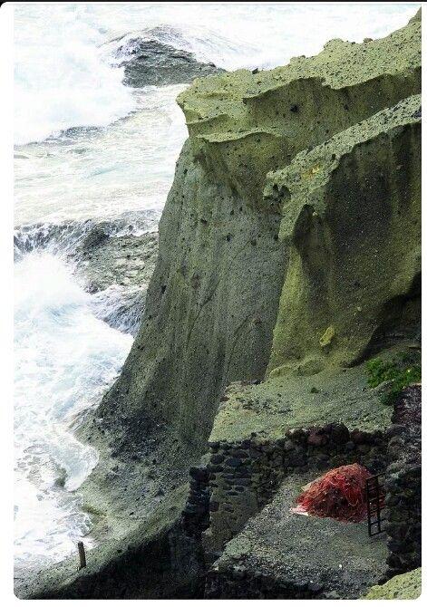 """""""Le spiagge alte a picco si alternavano alle piccole spiagge e ai centri abitati di modeste dimensioni..."""" - tratto da """"L'odore dell'aria salmastra"""" http://ilmiolibro.kataweb.it/libro/narrativa/122729/lodore-dellaria-salmastra/"""