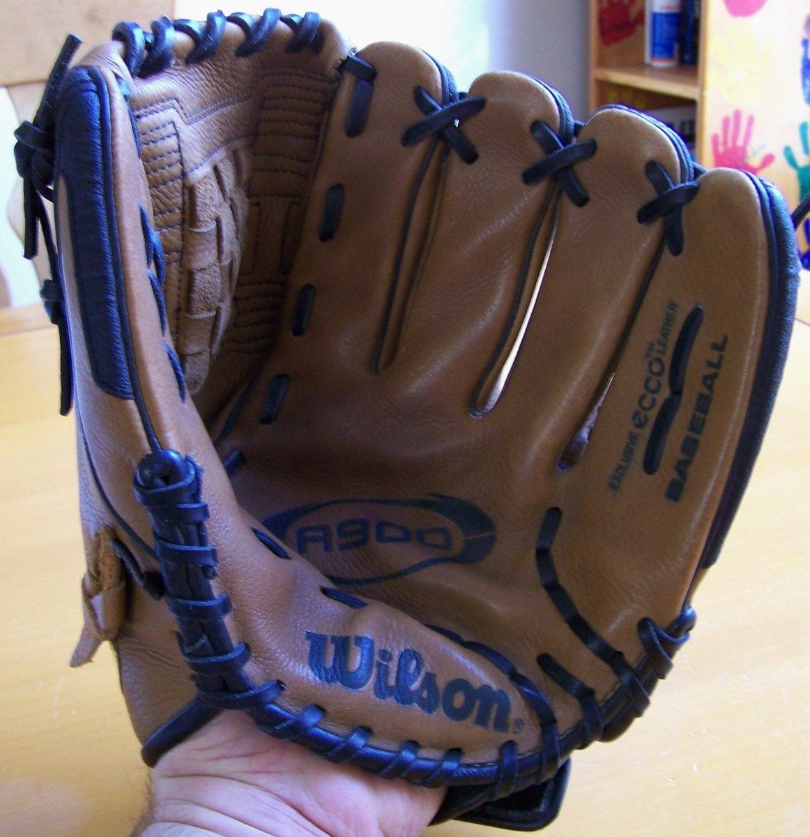 A900 Wilson baseball glove 12 Inch Right Handed Thrower