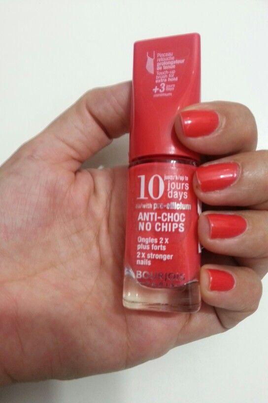 Probando mi nuevo Bourjois / Trying my new Bourjois nail polish