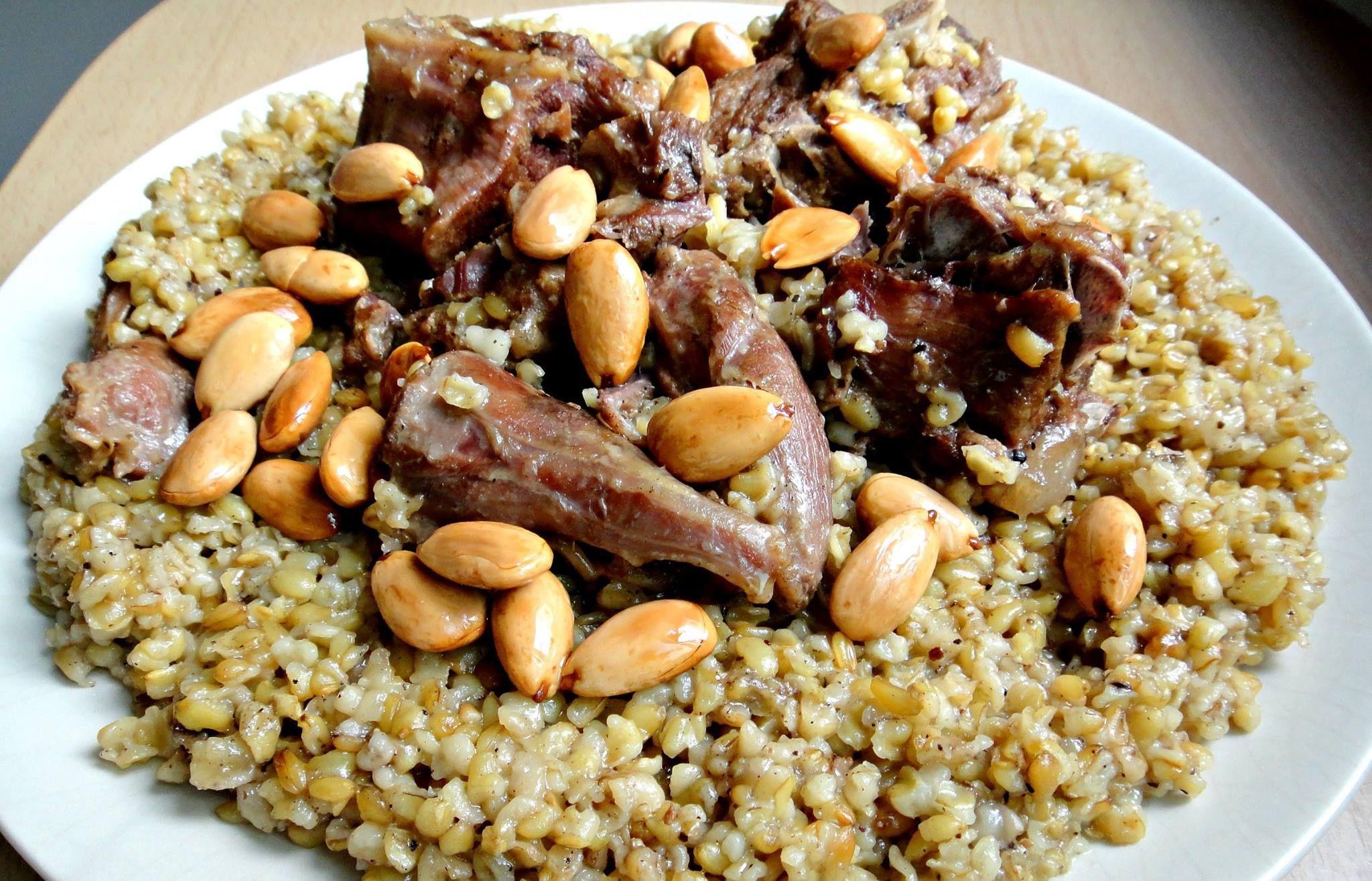 طريقة تحضير الفريكة باللحمة حلوة Recipe In 2021 Middle Eastern Recipes Food African Cooking