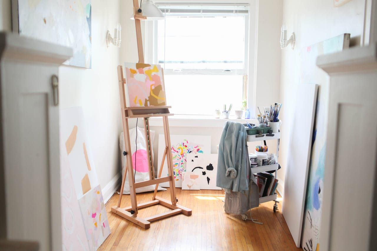 An Artist's Smorgasbord of Decor