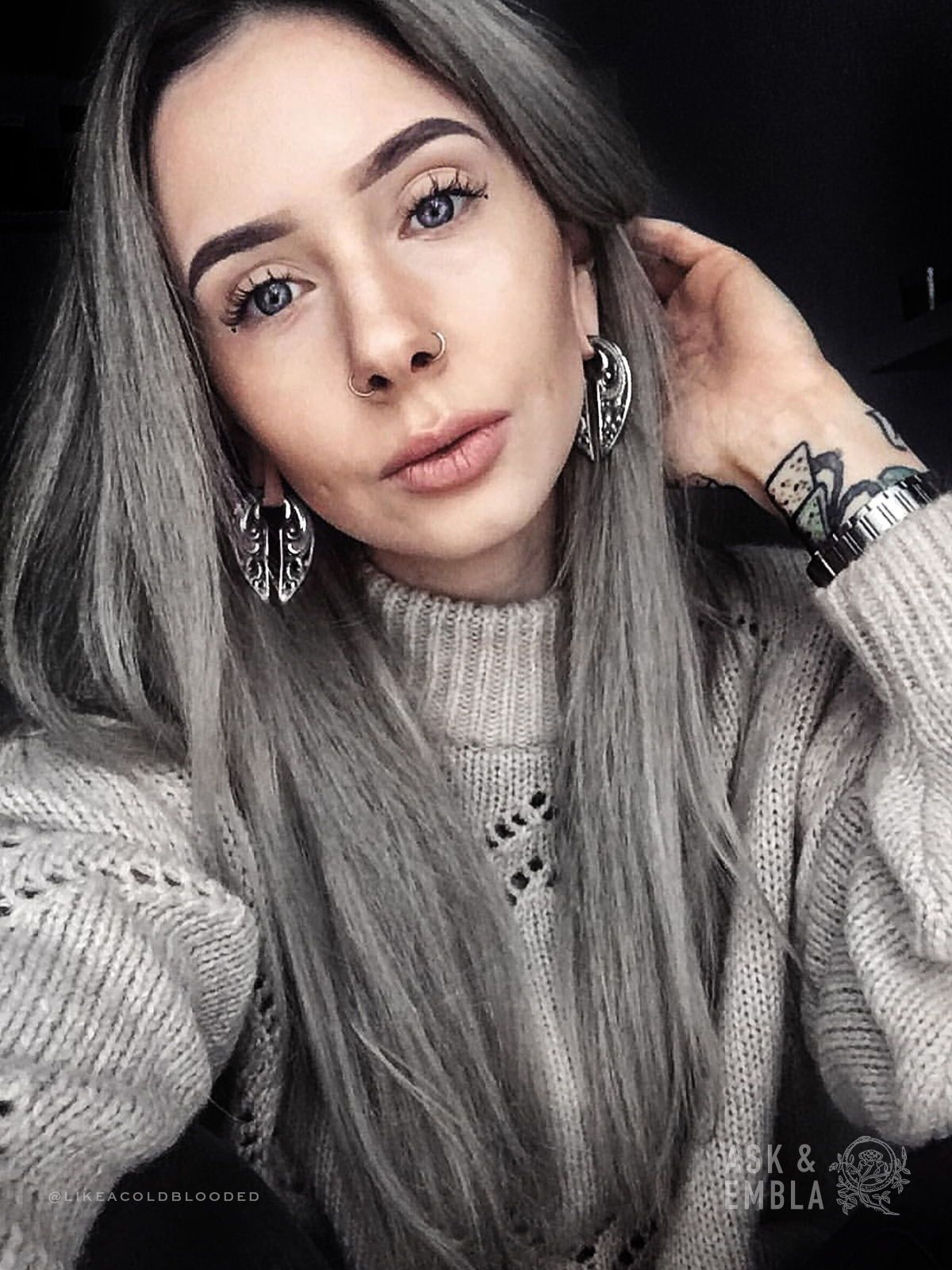 Elra Fang Hangers on @likeacoldblooded 🌜Also available in gold brass  Tap to shop her look! is part of Silver hair -