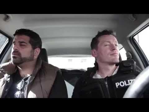 ▶ Atemlos durch die Nacht - Polizisten hören Helene Fischer im Polizeiauto (Original!) - YouTube