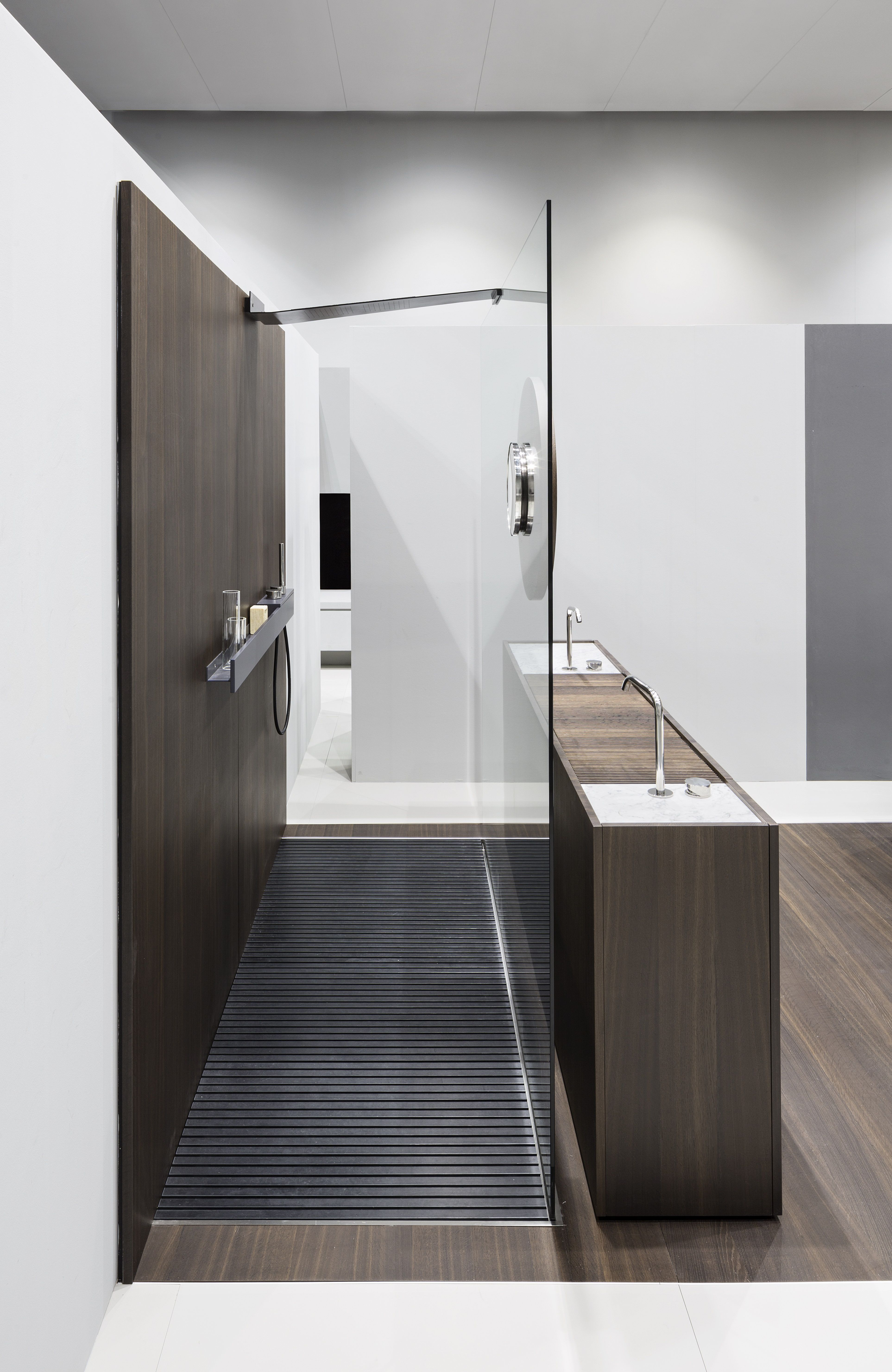 STEEL Is A Stainless Steel Shower Tray With Integrated Slatted Footboard  DECK In Paperstone®.
