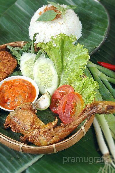 Pecel Ayam Goreng A Genuine Traditional Indonesian Food Photoworks By Agungpramudito Masakan Indonesia Makanan Dan Minuman Foto Makanan