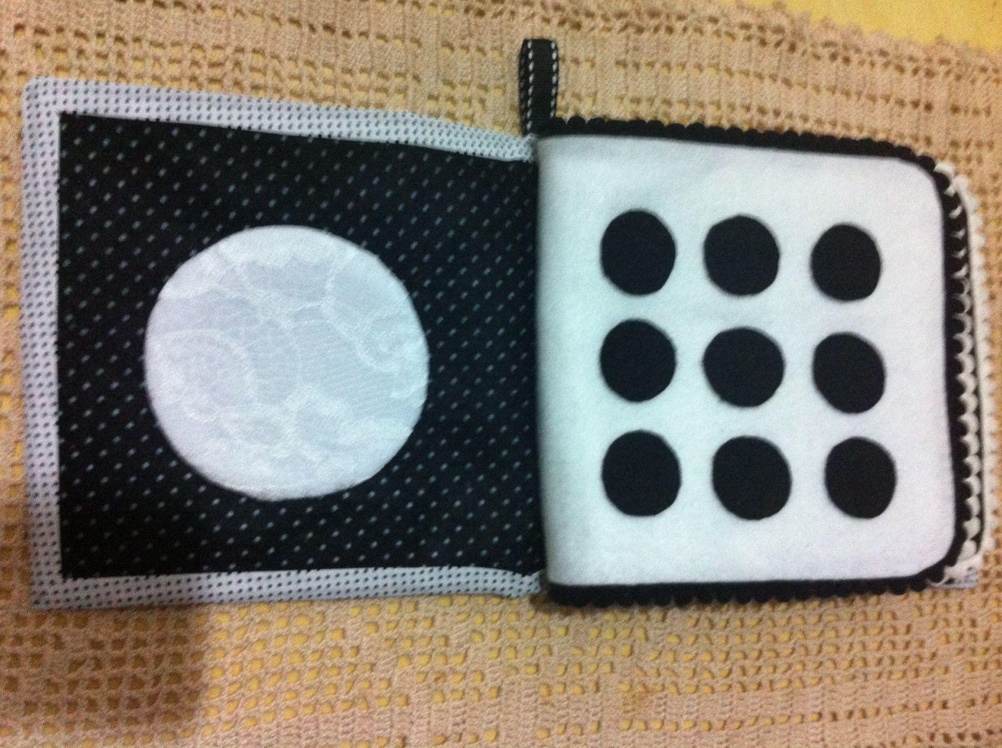 Livro de feltro preto e branco para bebê