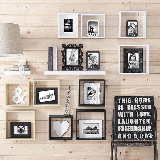 Een wandkastje met een fotolijstje of een leuk accessoire geeft meteen sfeer aan je woonkamer! #xenos #interior #interiordesign #homedeco #inspiration #muurdeco #muurdecoratie #wandkastje