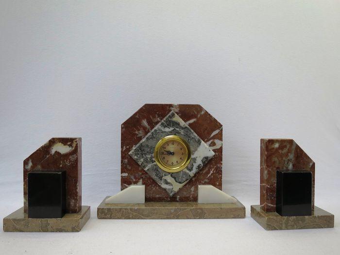 Online veilinghuis Catawiki: Art Deco marmeren klokkenstel