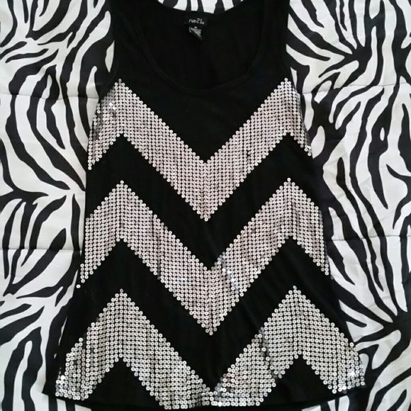 Sequined Rue 21 tank Worn a few times. Still in very good condition. Rue 21 Tops Tank Tops