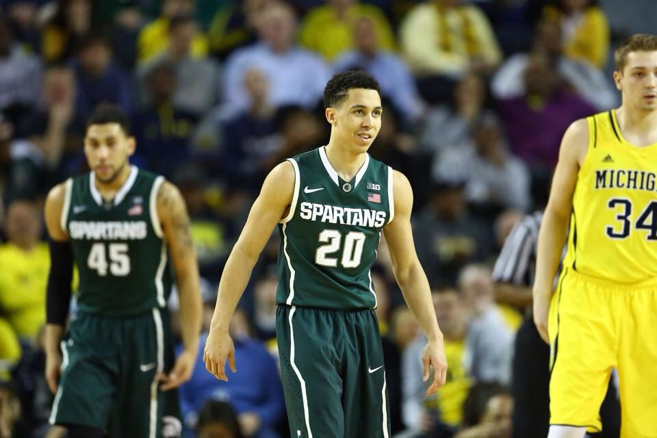 Pictures from the MSU vs U of M game. | Spartan sports ...