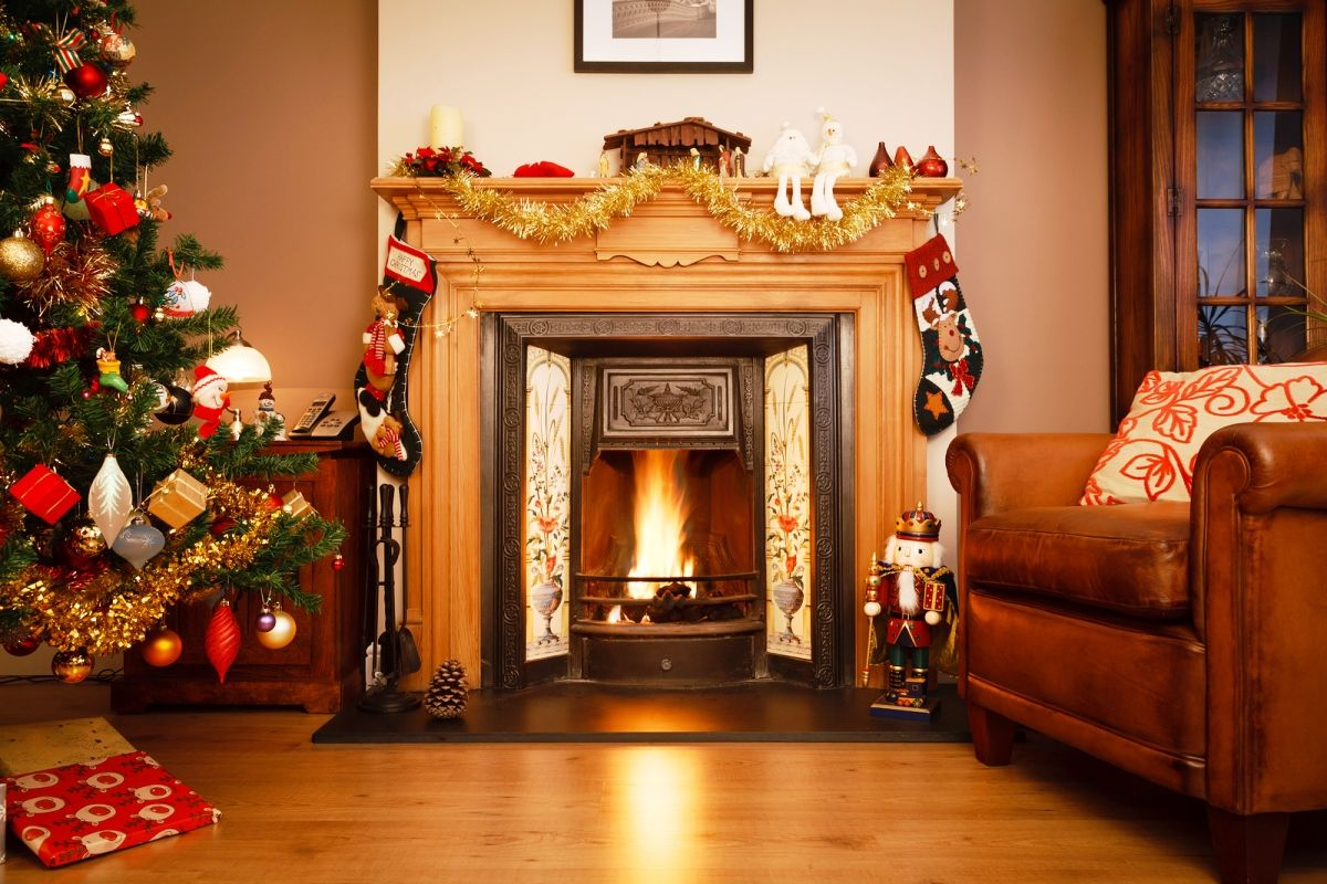 Charming Christmas Fireplace Part - 9: Beautiful Ideas For Christmas Fireplaces Decor