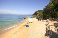 #LasCaletas en PuertoVallarta  Tienes que disfrutar de esta playa escondida. http://www.graylinevallarta.com/tours_post/las-caletas/