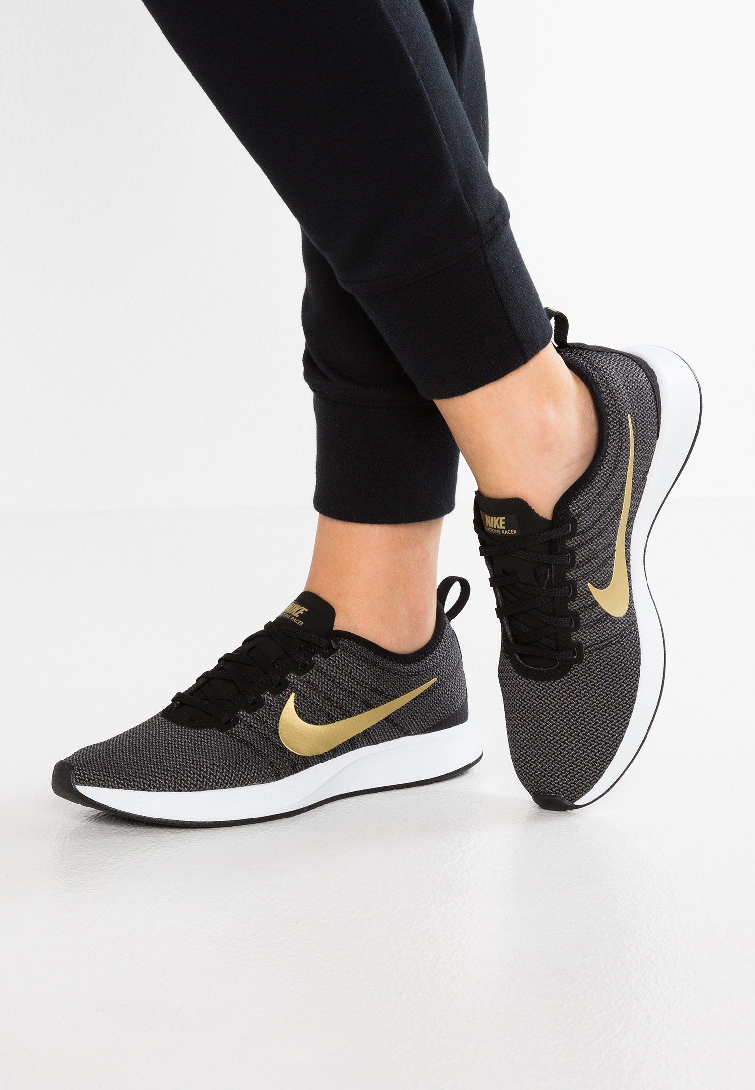 Nike Sportswear DUALTONE RACER SE - Trainers - black/metallic gold/dark grey/white ZCjwr5H
