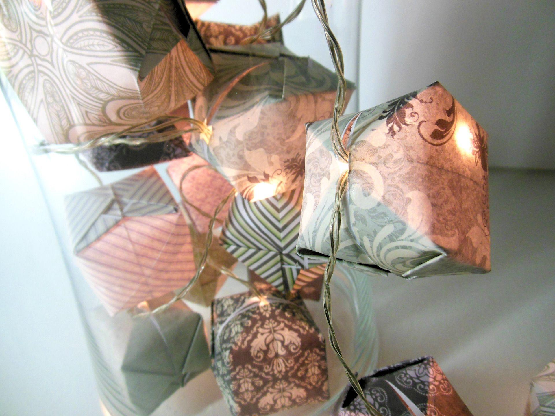 guirlande lumineuse origami cubes aux motifs romantiques chics