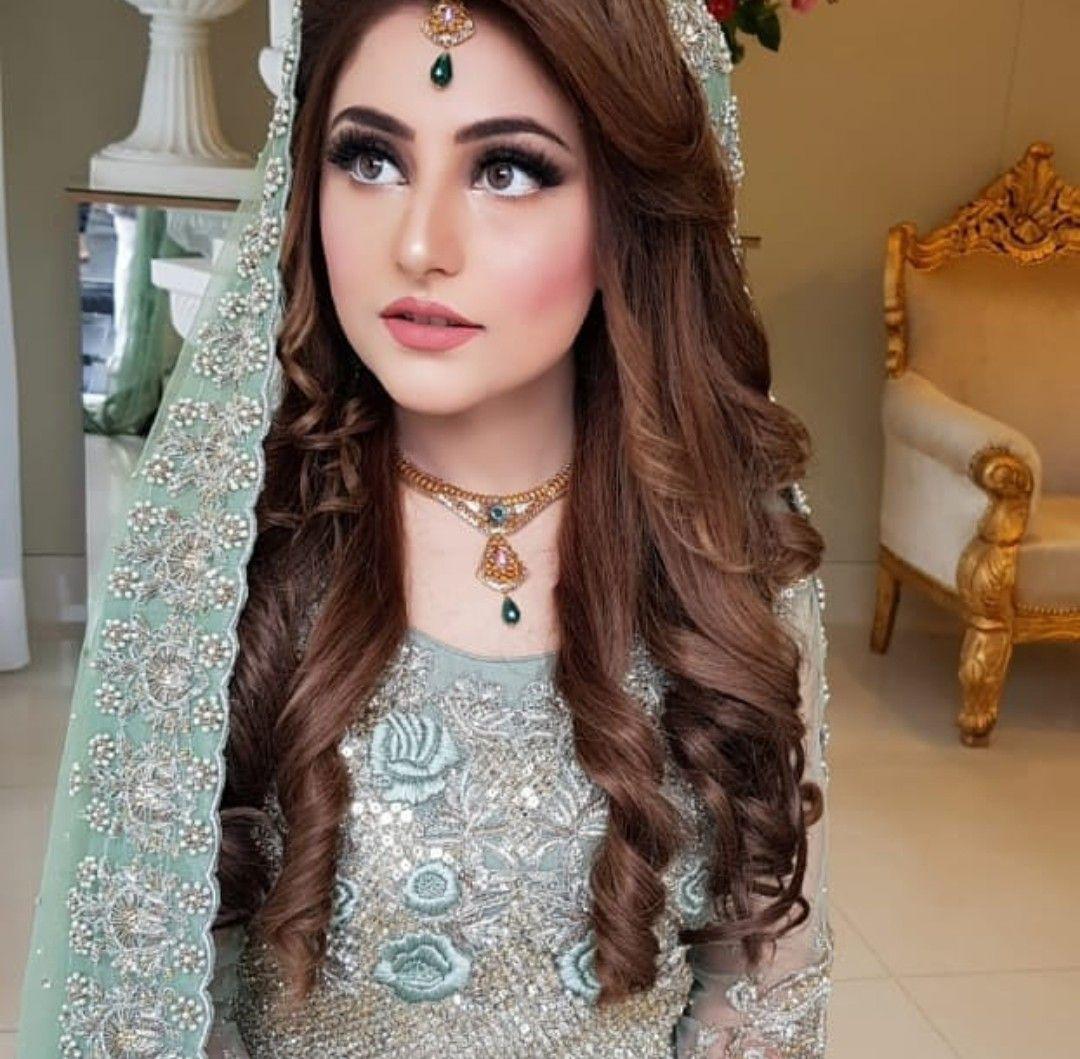 Pin By Mar U J On Favorites Pakistani Bridal Hairstyles Pakistani Bridal Makeup Engagement Hairstyles