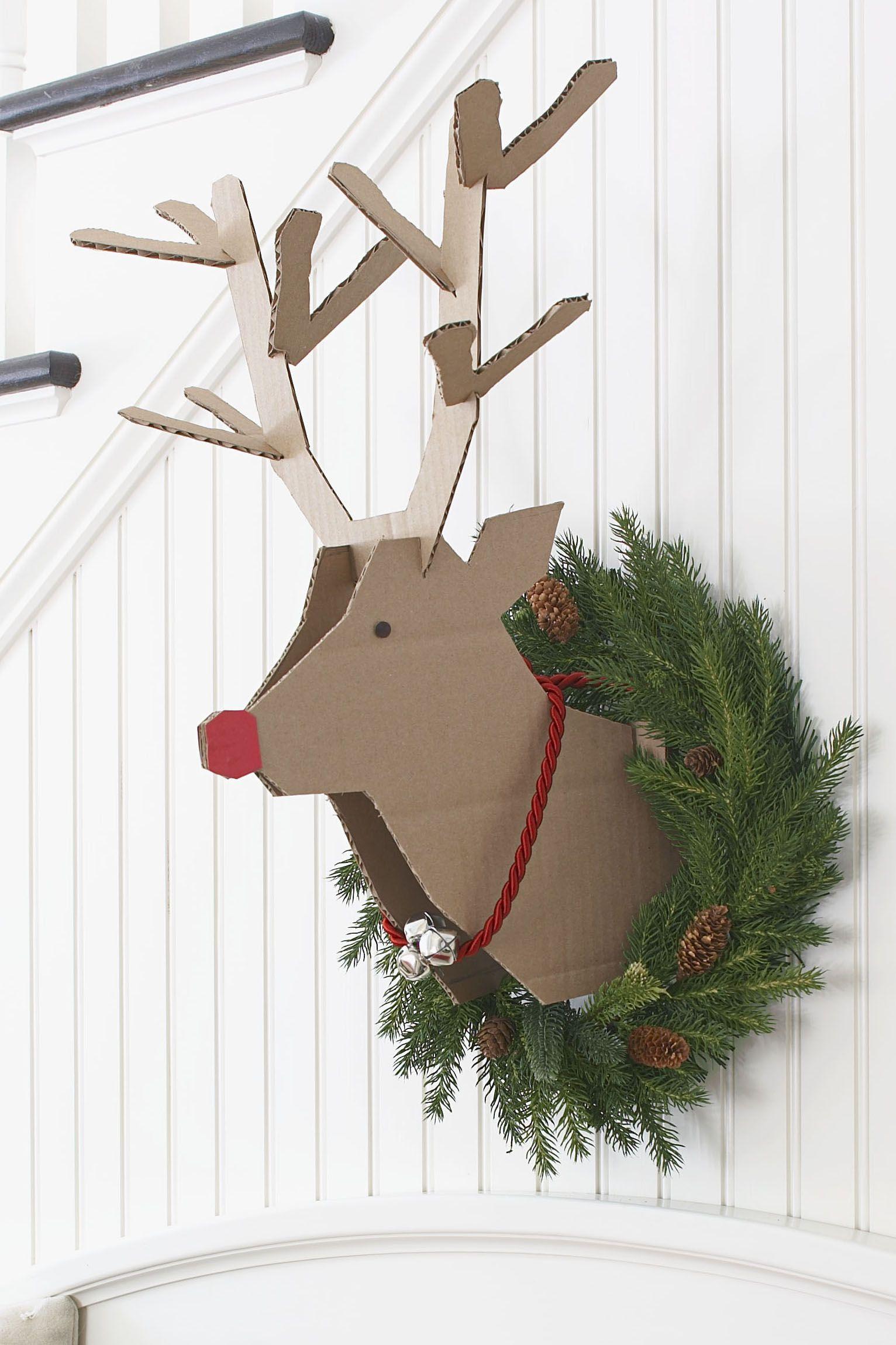 10 Scandinavian Inspired Christmas Decorating Ideas Scandinavian Christmas Decorations Office Christmas Christmas Diy