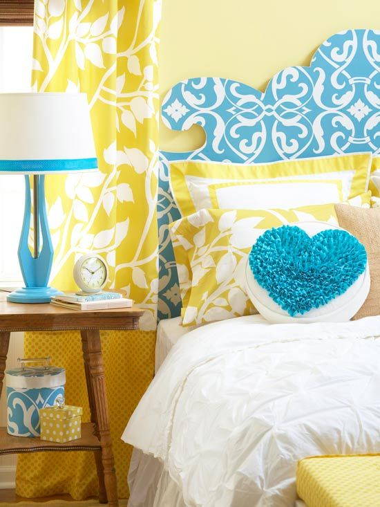 Bright blues and yellows make for a cheery bedroom…