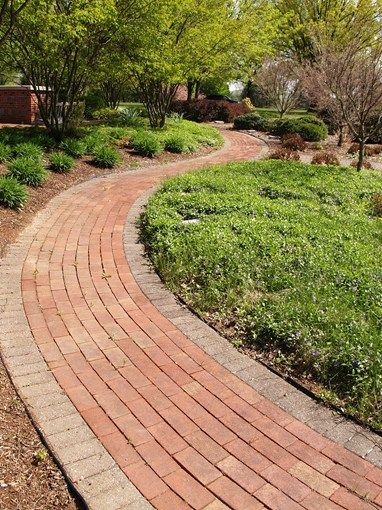 Curved Running Bond Path Soldier Course Border Walkway And Path Landscaping Network Calimesa Ca Brick Path Patio Landscaping Walkways Paths