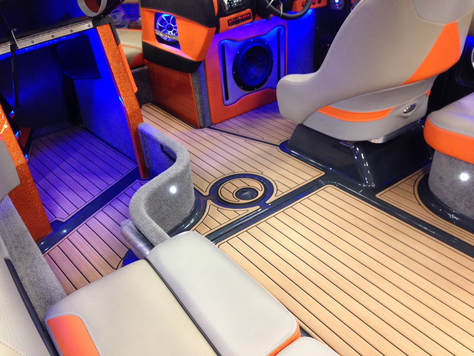 Custom Seadek Installed On 2013 Malibu 23 Lsv By Hydrotunes Boat Sold By Texas Malibu In New Braunfels Water Crafts Summertime Fun Things To Sell