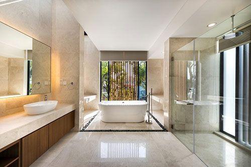groot #badkamer #luxe #uitstraling #mooi #bad #douche #wastafel ...
