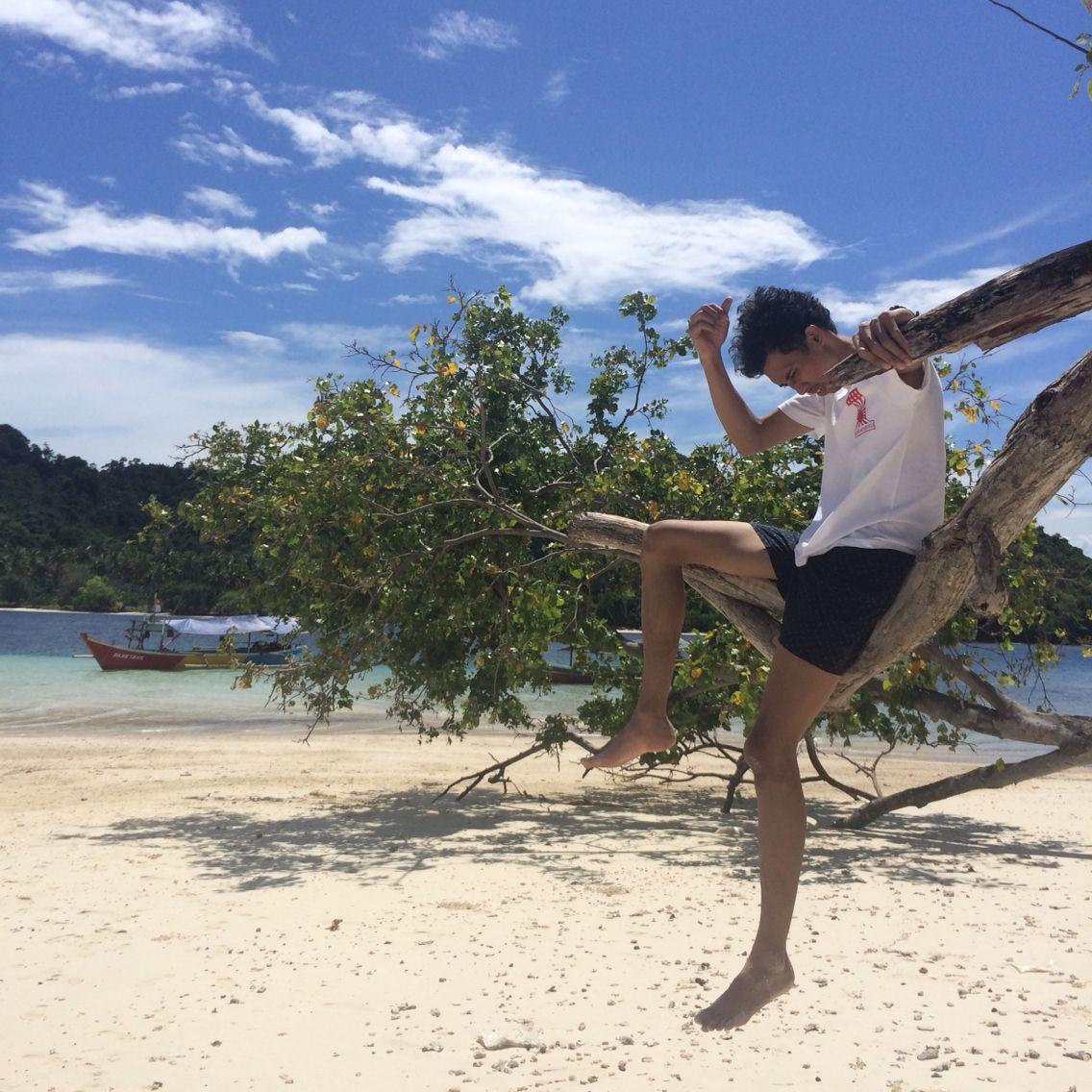 Sun, beach, sand  #travelling #beach #summer #exploreindonesia #explorelampung #pahawangisland #photograph #photography