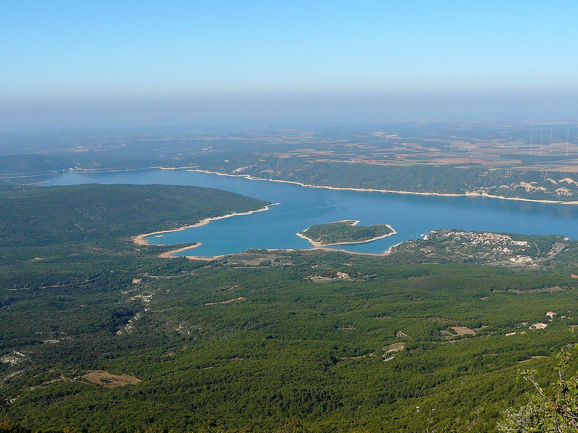 Lac de Sainte Croix et le plateau de Valensole