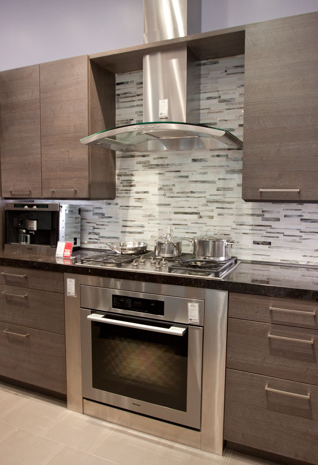 Kitchen glass chimney hood gray backsplash kitchen ideas for Grey kitchen wall units