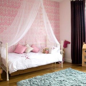 Love The Canopy Over The Daybed With Images Girls Daybed Room