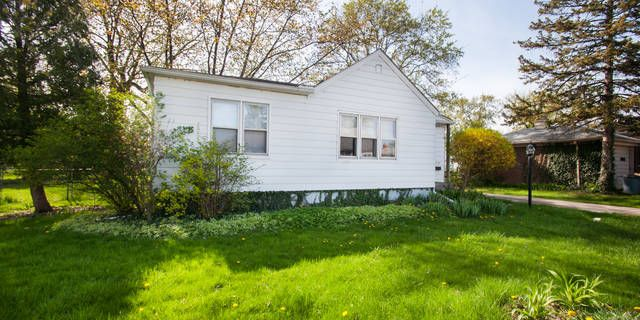 check out this 2 bedroom, 1 bath, 916 sq