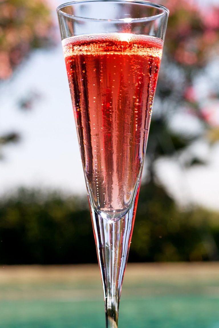 Kir Royal Cocktail La Ricetta Originale Con Ingredienti E Dosi Di Un Grandioso Drink A Base Di Champagne Wine Dharma Nel 2020 Ricette Cocktail Champagne