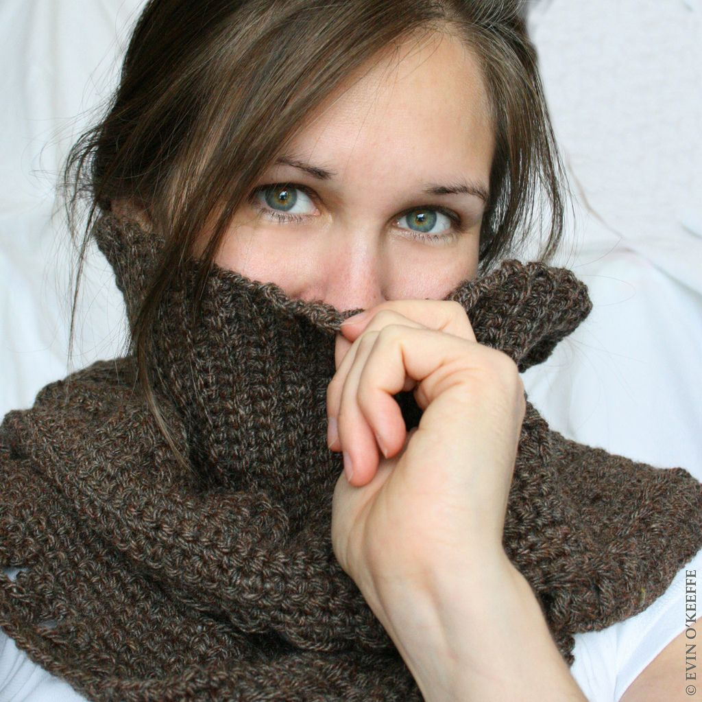 Scarf is must have winter accessory. Cold mornings and rainy nights are an ideal occasion to enrich your outfit and also to warm up with a modern scarf.