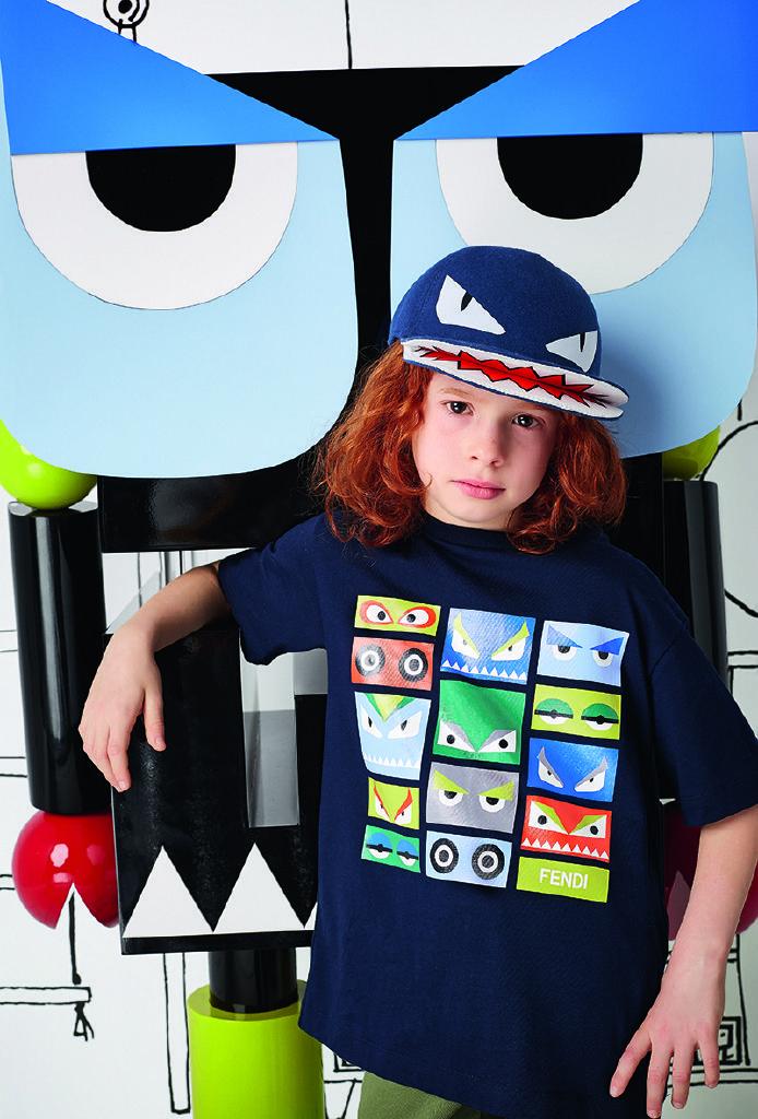 7188db6f373a5 Fendi boys navy t-shirt with multicoloured bag bugs eye print ...