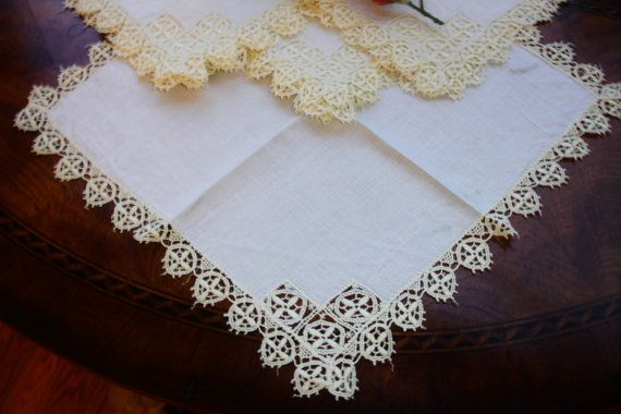 French linen napkins with hand crocheted lace by MAISONDELINGE