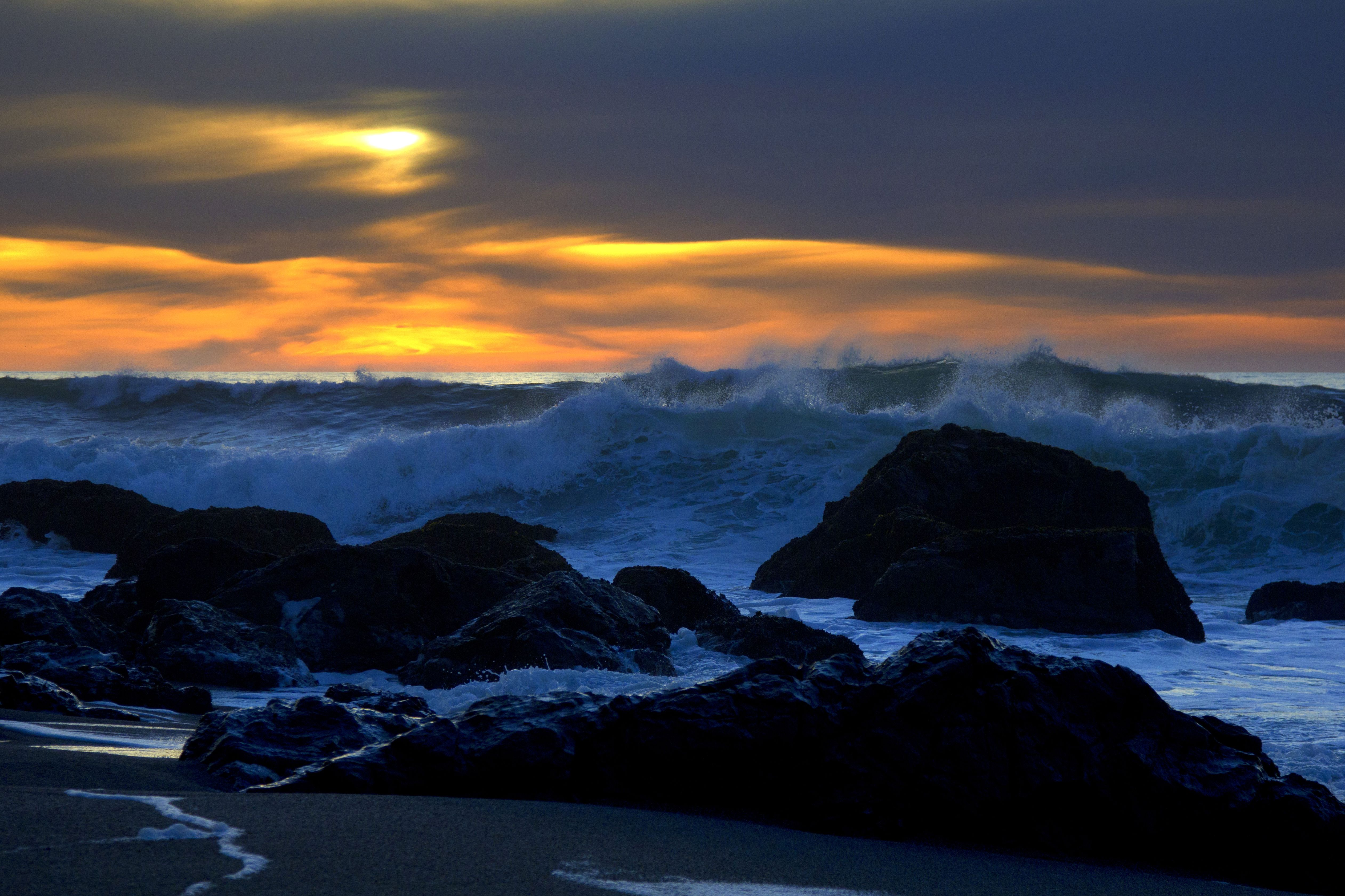 Scaricare gli sfondi tramonto mare onde paesaggio for Sfondi desktop tramonti mare