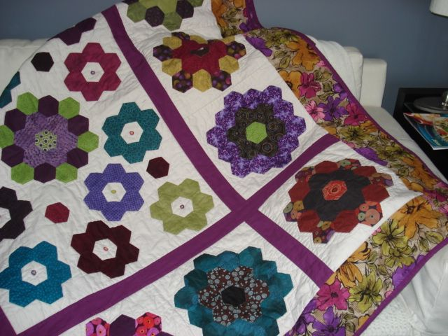 This was so much fun to do! Hexies, hand peiced & applique. Machine quilted.