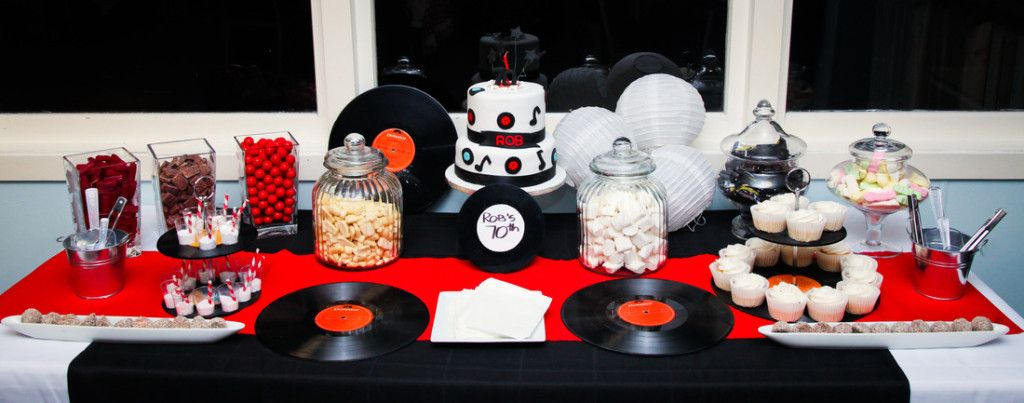 jolie d co de table rock n roll deco de table rock et table. Black Bedroom Furniture Sets. Home Design Ideas