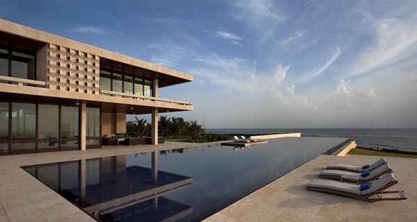 Mind-Blowing Rental Villa Showcasing Sophisticated Interiors and Views