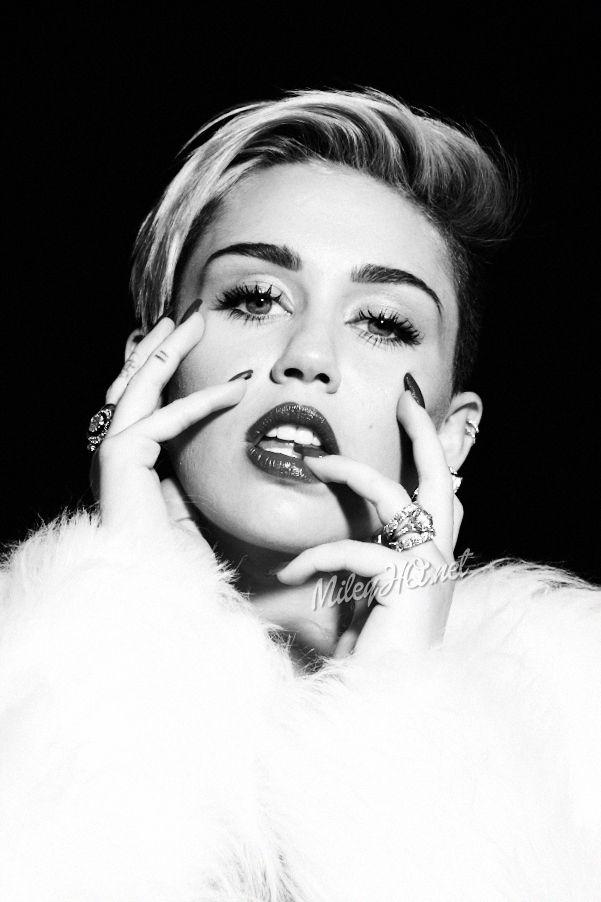 Miley-Cyrus:-Notion-Magazine-Outtakes-2013--05.jpg (601×902)