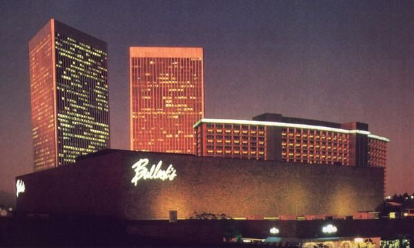 Bullock S Department Store In Century City Los Angeles Ca 1977 Century City City Los Angeles Hollywood