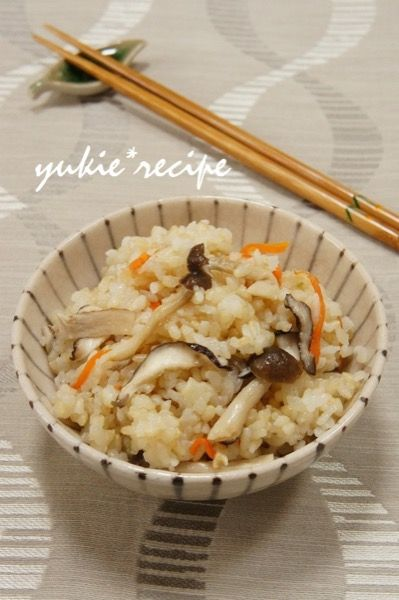 新米の季節到来!みんな大好き「炊き込みごはん」まとめ | レシピ ... しょうゆとみりんで味付けするどこか懐かしい味わいの炊き込みごはんは、覚えておきたい鉄板レシピ! ほぐしたしめじと、千切りにした他の具材をお米+調味料と一緒に ...