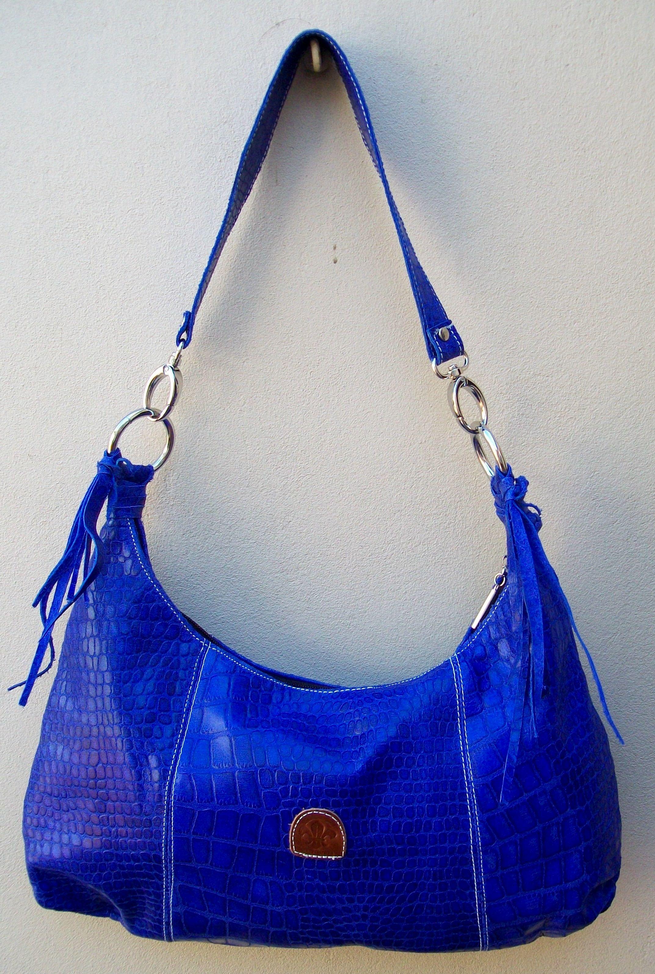 gran descuento 07f2f a483e Cartera Ludmila Cuero croco. Color azul eléctrico. Interior ...