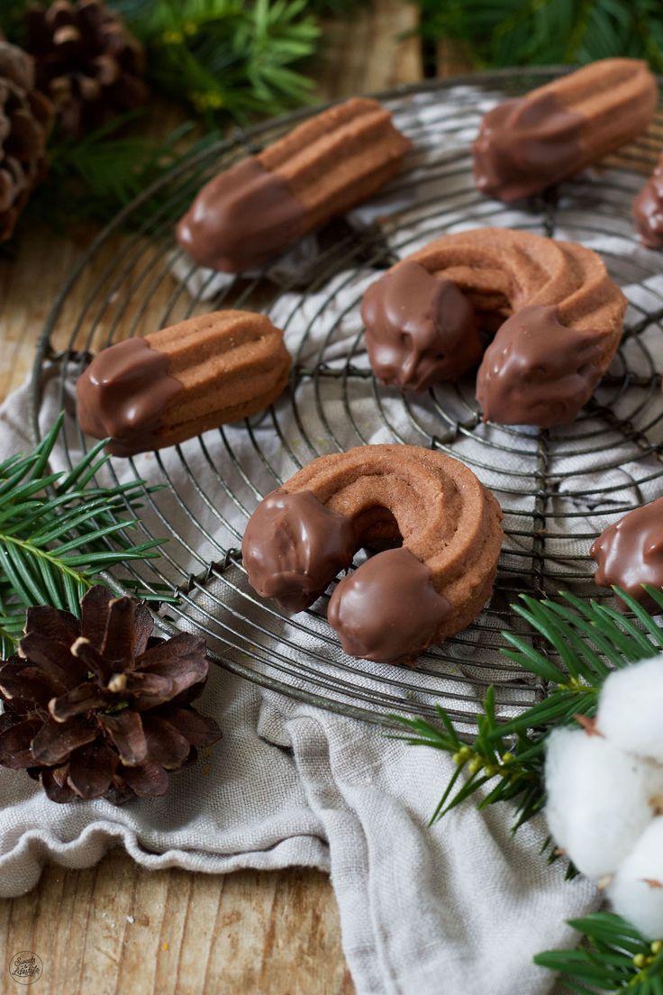 Schoko Spritzgebäck Rezept  Am weihnachtlichen Keksteller darf mürbes Schoko Spritzgebäck als Weihnachtsbäckerei nicht fehlen  chocolate shortbread co...